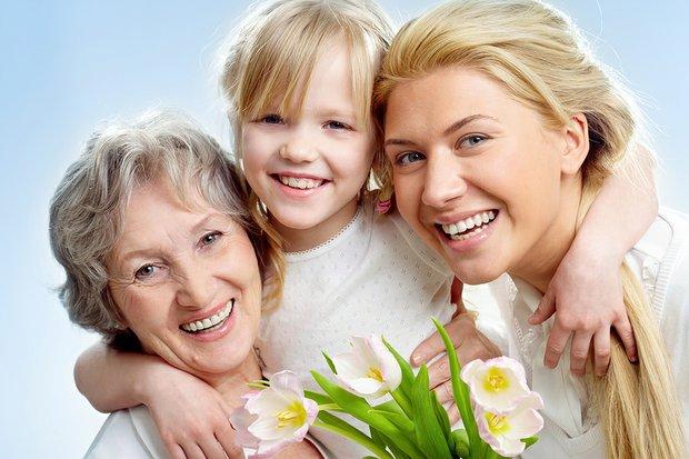 Women-3-generations-13782905